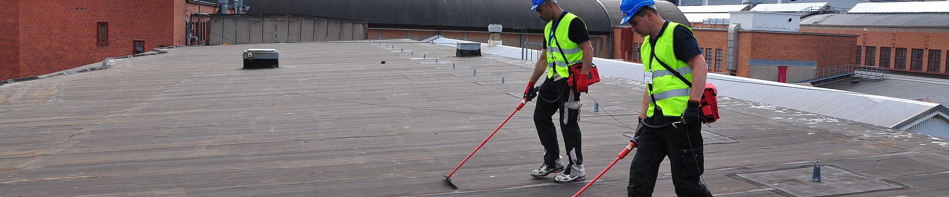 Dachmonitoring gegen Folgeschäden auf einem Flachdach