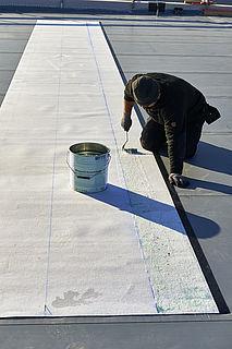 Fachgerechte Verlegung von Dachbahnen