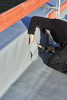 Handverschweißung von Dachbahnen