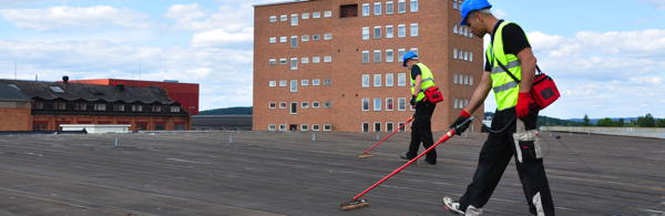Zum Dachservice gehört die Suche nach undichten Stellen