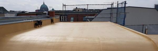 Flüssigkunststoff oder auch Flüssigfolie eignet sich hervorragend für dauerhafte Bauwerksabdichtungen.